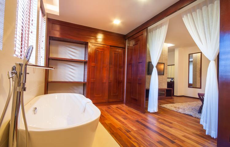 Elegant Suite Bathtub