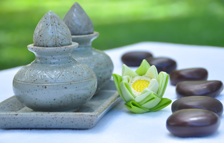 Relaxing Warm Oil With 'Angkunh'