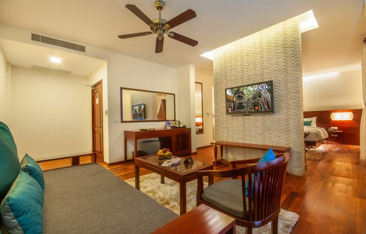 <p>Elegant Suite Living Room</p>