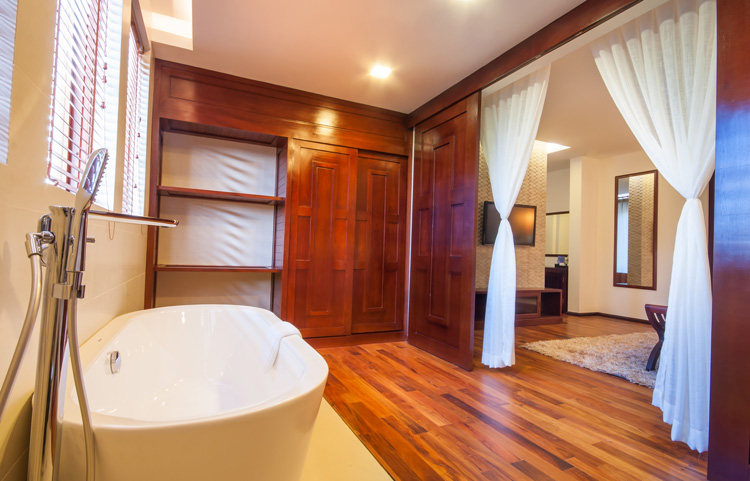 <p>Elegant Suite Bathtub</p>
