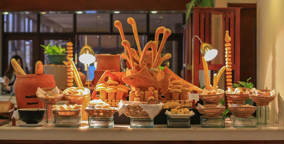 <p>Le-Blanc-Buffet-Breakfast</p>