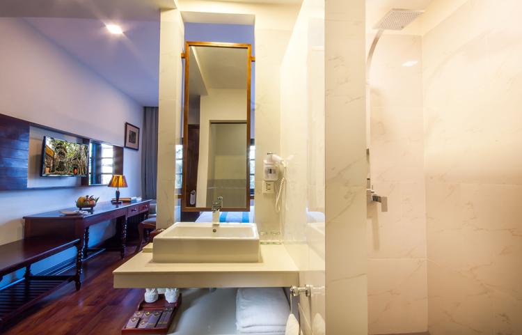 <p>Deluxe bathroom</p>