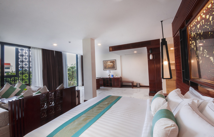 <p>Lotus suite bed room</p>