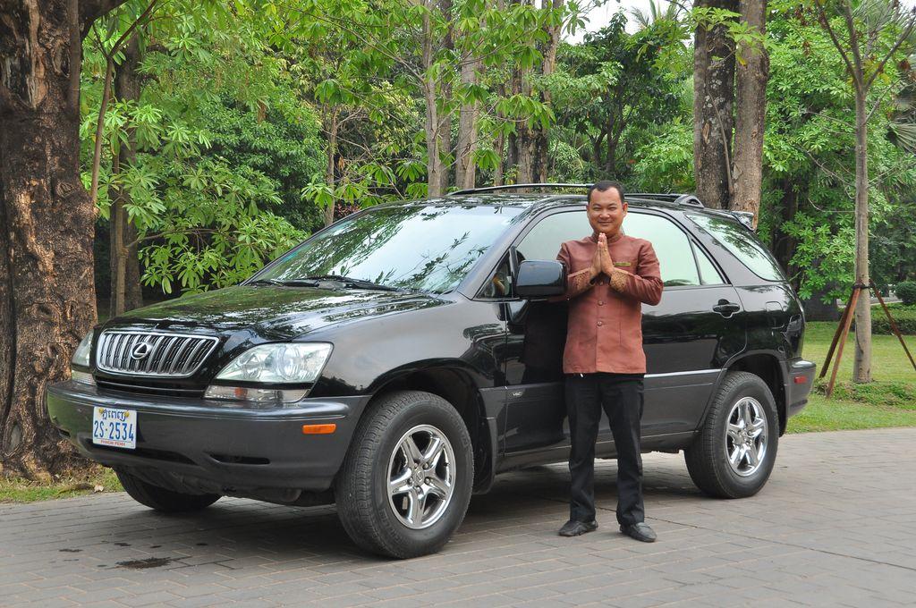 Lexus-Rx 300 (2 guests)